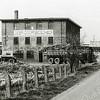 F2661<br /> De bollenschuur en het kantoor van de Gebr. Doornbosch & Co aan de Postwijkkade. Op deze plek zijn in 1984 huizen gebouwd