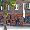 F2672<br /> Rusthofflaan 3 en 5. Op nr. 3 had Jac. Oudshoorn zijn kruidenierswinkel en op nr. 5 was het woonhuis en de sigarenwinkel van familie C. Meeuwissen. Later zijn beide zaken opgekocht door J. van Steijn. Hij maakte er één winkel van en hij vestigde daar Van Steijn Wonen. De foto:1983.
