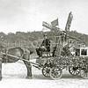 F2285<br /> Deelname door de fa. Nicola aan het septemberfeest in 1923.  Versierde molen met erf waarop aan tafel zittend de molenaar en zijn vrouw. Deze wagen ontving de ereprijs.