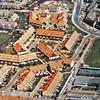 F3201<br /> Luchtfoto, genomen op 29 april 1994. Rechts boven de Van Alkemadelaan en links ziet u nog de verpleegafdeling van de Bernardus. Midden boven basisschool De Kinderburg. Rechts beneden de gebouwen van het Rijnlands Lyceum Sassenheim, die van 1972 tot 1995 gebruikt werden. In dat laatste jaar kwam de huidige nieuwbouw tot stand, op de hoek met de Kwekersweg. (Collectie C. Pieterse)