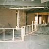 F4333<br /> Het maken van de bar en keuken van het clubhuis van v.v. Teylingen op het sportterrein  'De Roode Molen'. Foto: 1994-1995