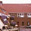 F2625<br /> De Oosthaven in Sassenheim met de expositie van de corsowagens na afloop van de bloemencorso. Foto: 1975