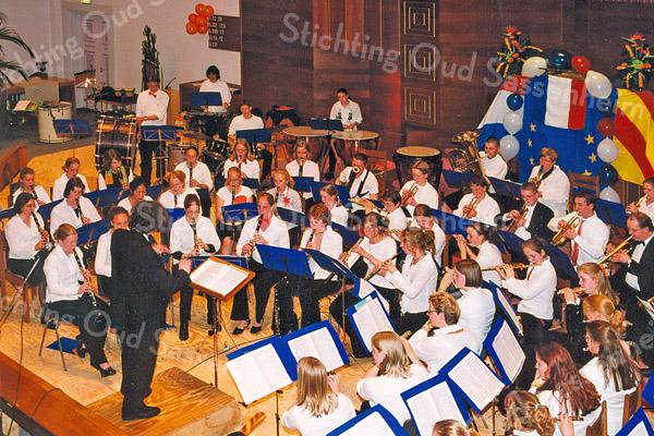 F2573<br /> Het Oranjeconcert met de harmonie van Crescendo in de Gereformeerde kerk (Julianakerk) te Sassenheim. Foto: 2004