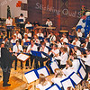 F2573<br /> Het Oranjeconcert met het leerlingenorkest van de Chr. Harmonievereniging Crescendo; dirigent is Erik Waerts. Ze spelen in de gereformeerde kerk (Julianakerk). Foto: 2004.