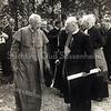 F1317 <br /> Pastoor  Braak met monseigneur Huibers, bisschop van het bisdom Haarlem. Rechts van de pastoor staat kapelaan Blonk.<br /> De foto is zeer waarschijnlijk genomen in de tuin van huize St. Bernardus op 14 augustus 1949. Monseigneur Huibers vierde in de Bernardus zijn 50-jarig priesterfeest en op 2 juli 1949 bestond de St. Bernardus (het 'Bernardusgesticht' zoals men toen ook wel zei) 25 jaar. Waarschijnlijk werd ook dit jubileum op 14 augustus gevierd.