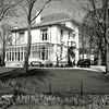 F0035 <br /> Rijksmonument villa Casa Reale, gelegen aan de Hoofdstraat, werd gebouwd in 1894 ter gelegenheid van het huwelijk van Gerard Kruijff en Helena Vorstius. Architect was Eduard Cuypers. Na het overlijden van Kruijff werd het pand in 1921 verkocht aan E.J. Speelman, die het bewoonde tot 1950. Zie ook 'Sassenheim in oude ansichten' van G. Verschoor, pag. 26. Links is nog een gedeelte te zien van de gereformeerde kerk.  Foto: 1996. Zie ook foto F0035.