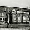 F1035 <br /> Het kantoor van A. Frijlink & Zonen aan de Zandslootkade vóór de verbouwing door J. Dijkstra. Foto: 1952.