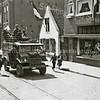 F3744<br /> De bevrijders. De Chevrolet C8a rijdt ter hoogte van kruidenier D. van Goeverden, die voor zijn winkel staat. Foto: 1945