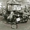F2416<br /> Een T-Ford uit 1936. Opa Tukker, de vader van Huibert Tukker heeft in zo'n auto gereden.