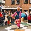 F2507<br /> Een playbackshow op het plein voor de Dorpskerk. Foto: 2003.