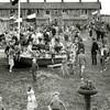 F2825<br /> Opening van de speeltuin D.V.V. op 19 juli 1952. Op de achtergrond de huizen van de Sporthoflaan.<br /> .