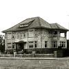 F2065<br /> Villa Hyacintha op Hoofdstraat 326, op de hoek met de Van Pallandtlaan, gebouwd in 1938 door de fa. Kiebert voor Jacob L. van Reisen.