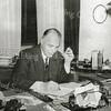 F0426 <br /> Ds. F.E. Hoekstra, geref. predikant in Sassenheim in de jaren 1944-1949, in zijn studeerkamer. Foto: 1949.