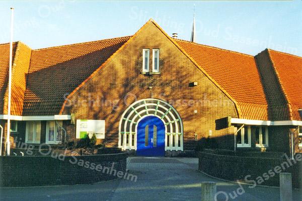 F0492a <br /> De vroegere hervormde school op de hoek van de Jacoba van Beierenlaan/Westerstraat, later Kompasschool. In 1999 samengevoegd met twee andere locaties onder de naam De Rank. In 2002 werd een nieuwe school betrokken in de St. Antoniuslaan en sinds 2016 is daar de enige locatie van De Rank. Foto: 1999.