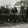 F1572 <br /> De opening van de Parklaan door burgemeester Sandberg van Boelens. De 4e van links is dhr. Vogelaar. De 1ste van rechts is dhr. G. Verschoor, daarnaast K.W. van Breda en dan dhr. J. v.d. Nouland.(derde van rechts) . Achter de burgemeester dhr. J. Wesseling.  Op de achtergrond een geluidswagen. Foto: 1952.