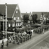 F1079 <br /> Koninginnedag 31-8-1939 op de Hoofdstraat (militairen in mobilisatie).