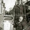 F3030<br /> Cees Landwer Johan met zijn moeder op de Kerklaan.