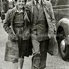 F2240  <br /> Op weg naar Kermis in de Wilgenlaan/Kooilaan: Coby Baartse en Henk van Rijn. Foto: september 1952.