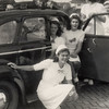 F4505<br /> Bevrijdingsoptocht. Foto: 1945. <br /> Op de foto staan: de dames Bemelman, meisje Braam, mevr. v. Werkhoven-Papendrecht