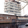 F4381b<br /> De sloop van de kantoorflat en het Esso benzinestation aan de Parklaan in december 1999.
