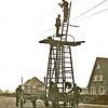 F3703<br /> Reparatie aan de elektriciteitskabel op de Hoofdstraat ter hoogte van de huizen Wildrijk en Bakara. Foto: 1932