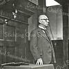 F2352<br /> Dominee Krijkamp, hervormd predikant te Sassenheim. Geboren 08-10-1887 en overleden 06-10-1969. Hij was hier predikant van mei 1923 t/m juni 1952 en woonde op Hoofdstraat 230.