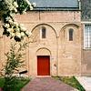F2430<br /> Ned.-herv. kerk (Dorpskerk),  gebouwd omstreeks 1080, toren 13de eeuw. Grotendeels verwoest in 1574, herbouwd in 1595. Toren gerestaureerd in 1957/58 door de firma De Raat. Het kerkgebouw is gerestaureerd in 1971-1973 onder leiding van architect Van der Sterre. Het oudste tufstenen deel is toen in oorspronkelijke staat teruggebracht met Romaanse ramen. De oude zij-ingang is weer aangebracht. Het lage gedeelte dateert uit de 18de eeuw. Foto: 1976.