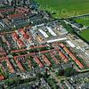 F3186<br /> Luchtfoto: De wijk bij de Zandsloot, de bovenste straat op de foto. De nieuwbouw is de bouw van de Oranjebuurt.