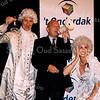 F2532<br /> Sociaal Cultureel Centrum 't Onderdak presenteert de nieuwe theaterproducties. In het midden burgemeester C.J. Waal. Foto: 2003.