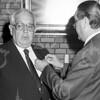 F4038 <br /> Het afscheid van raadslid/wethouder P. Westerbeek (1959-1986), hij wordt gehuldigd door burgemeester Kret. Foto: 1986.