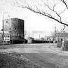 F0460 <br /> De omgeving (Teijlingerlaan) van de ruïne van Teylingen met links het bollenbedrijf met kantoor van de Gebr. Bergman (later Gebr. Reckman).  Rechts het woonhuis en narcissenkokerij van de fam. Kühn, nu (2016) al sinds vele jaren bewoond door de fam. De Zwart.rechts het woonhuis en narcissenkokerij van de fam. Kühn.