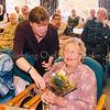 F2513<br /> 15 jaar radio 'Boterbloem', een feestelijk gebeuren in het verzorgingshuis St. Bernardus. Foto: 2003