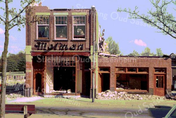 F2391<br /> De afbraak van het modehuis Melman, Hoofdstraat 244. Foto:1980.