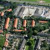 F1883 <br /> Een luchtfoto met in het midden v.l.n.r. de Acacialaan, de Arend Verkleijstraat, de Jozef Elststraat en de Geelhoornstraat. Linksonder het begin van de Platanenlaan en rechtsonder de Kagertuinen. Bovenin de Industriekade, de Sassenheimervaart en de Van Pallandtlaan.