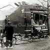 F2068<br /> De afgebrande winkel en woonhuis op Hoofdstraat 297 op de hoek van de Burchtstraat/Hoofdstraat. Het pand en dat ernaast werden gebouwd in 1904 voor Le Clercq. Na de brand in 1933 is het linkerpand in afwijkende stijl herbouwd en werd het de kapperszaak van Uphoff.