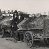 F4512<br /> Bevrijdingsoptocht. Foto: 1945.<br /> Groentenman Nederstigt staat op de foto