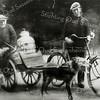 F0626 <br /> Foto van Kees Molenaar en zijn zoon Gerrit met de hondenkar. Foto: ca. 1927.