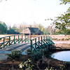 F4289b<br /> De nieuwe houten bruggen in park 'Rusthoff' om het eiland te bereiken. Dit alles is verwezenlijkt bij de revitalisatie van dit park. Foto: 2003