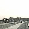 F3138<br /> De aanleg van de spoorwegovergang bij Sikkens richting Oegstgeest in de Rijksstraatweg. Foto: voor 1939