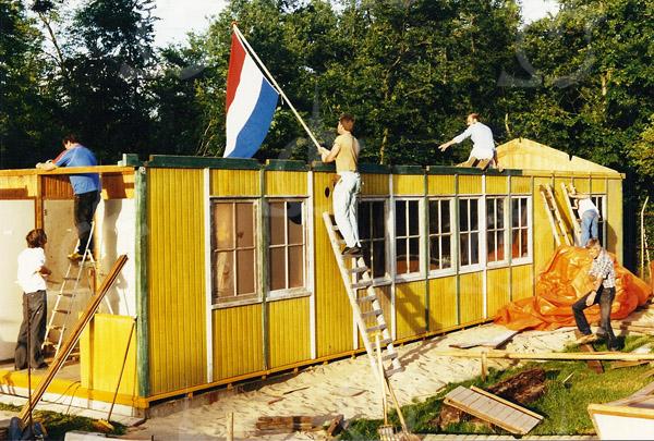 F4428<br /> Bouw van het clubgebouw van speeltuin  Bijdorp in 1987.