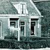 F3644<br /> Het huis van J. Moolenaar, gelegen aan de Hoofdstraat. J. Moolenaar woonde aan de rechter kant en L.G. Meulenbrugge aan de linkerkant. Op het bordje staat Fa. Joh. Moolenaar Pzn.