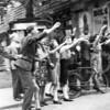 F4012 <br /> Een bevrijdingsfoto. De man op de voorgrond is Cor van Hage, de meisjes met kniekousen zijn Annie en Ria van Hage. De jongen op de fiets is Gerard Wesseling. Foto:1945