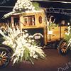 F0882 <br /> Antieke bedrijfsauto (een T-Ford) van de Sassenheimsche Motorreederij G. Wesseling Sassenheim, rijk versierd tijdens de bloemencorso. Let op de beweegbare richtingaanwijzer door middel van een koordje.  Zo'n richtingaanwijzer heette toen nog deftig 'clignoteur'.  Foto: 1980?