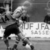 F4091 <br /> Voetbalwedstrijd van voetbalvereniging 'Ter Leede'. Rechts staat Jo Dreef.