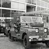F3798<br /> Fons Molkenboer demonstreert hier op 7 maart 1968 vol trots het nieuwe uitrukvoertuig van de bedrijfsbrandweer van Sikkens, een Landrover voorzien van alle benodigde gereedschappen en met een poederaanhangwagen.