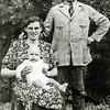 F2945<br /> Melkboer Piet Langeveld en zijn vrouw Christina Langeveld - van der Geest en zoon Piet.