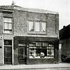F2731<br /> Verbouwing door de architecten Ponsen en Lohmann van het winkelpand van Couvée aan de Hoofdstraat nr. 216. Foto: vóór 1929.