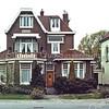 F0239 <br /> Villa Linquenda, een van de prachtige bollenvilla's aan de zuidelijke toegangsweg van het dorp. De villa stond aan de westzijde van de Hoofdstraat, nr. 87. In 1985 werd de villa afgebroken om plaats te maken voor de aanleg van de Koetsiersweg. Notariskantoor Noordraven is in dit pand gevestigd geweest; daarvoor werd het vele jaren bewoond door de fam. Jan van Zonneveld. Rechts is een gedeelte van villa Even Buiten zichtbaar.    Foto: 1985.