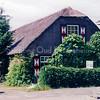 F0161 <br /> De oude boerderij Postwyck, gelegen aan de Hoofdstraat in de jaren twintig, bewoond door de familie Godefroy, later door de familie Dirk v.d. Vis. Daarna zijn er weer nieuwe bewoners ingetrokken, o.a. de familie Mazee. Foto: 1996.