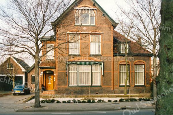 F2901<br /> Villa Via Recta, gebouwd in 1904 aan de Hoofdstraat voor de familie Bergman. Foto: 1992